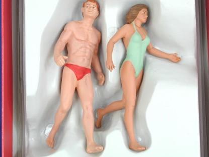 bathers-at-beach-painted--preiser-PRE45018