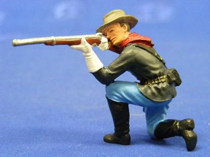 calvary-man-kneeling-and-shooting-elastolin-by-preiser-ELA7159
