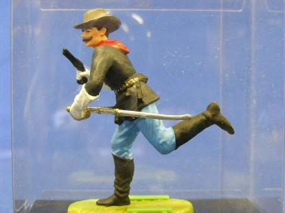 calvery-man-running-with-gun-and-sword-elastolin-by-preiser-ELA7160