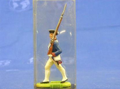 rev.-war-soilder-marching-with-rifle-elastolin-by-preiser-ELA7334