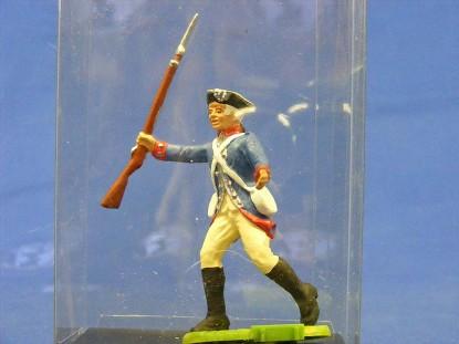 re.-war-soilder-running-with-rifle-elastolin-by-preiser-ELA7341
