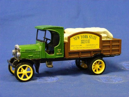 1925-kenworth-stake-truck-bank-new-york-expo--ertl-ERTF376