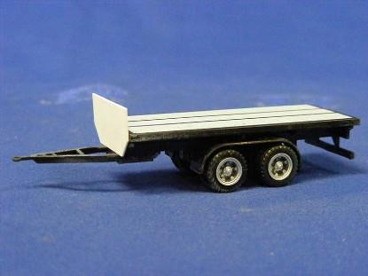 21-flatbed-trailer-herpa-HER460090