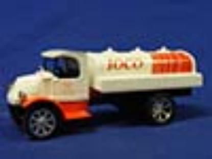 1935-mack-tanker-bank-ioco--ertl-ERTHC0156