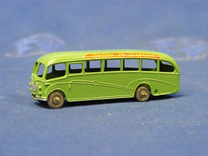 bedford-duple-luxury-coach-light-green-matchbox-1-75-MAT21-2