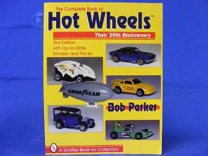 complete-book-of-hot-wheels--BKS08273