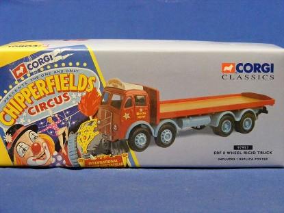 chipperfield-s-circus-erf-8-wheel-rigid-truck-corgi-COR97957