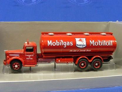 mack-lj-tanker-mobilgas-corgi-COR50901