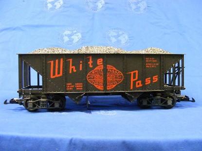 2-bay-hooper-car-w-coal-white-pass-yukon-lgb-LGB4076-W02
