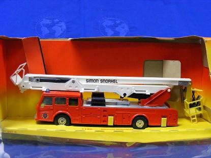 simon-snorkel-fire-truck-corgi-COR1126