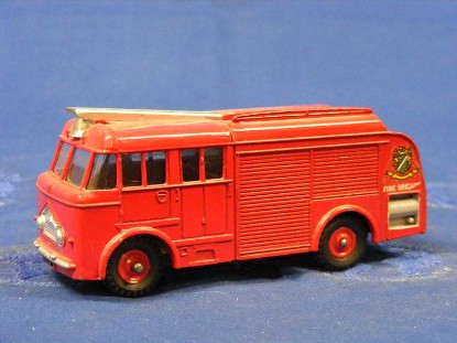 bedford-fire-truck-red-wheels-dinky-DIN259