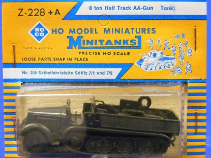 8-ton-half-track-aa-gun-roco-ROC228