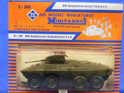 amphibious-scout-tank-8-x-8-roco-ROC266