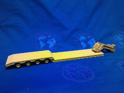 Picture of 4 axle lowboy  - CATERPILLAR