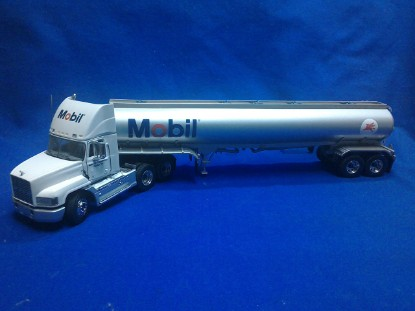 Picture of Mack daycab semi tanker - MOBIL