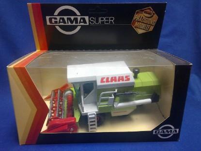 Picture of Claas Dominator combine