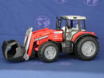 massey-ferguson-8240-with-frontloader-bruder-BRU02042