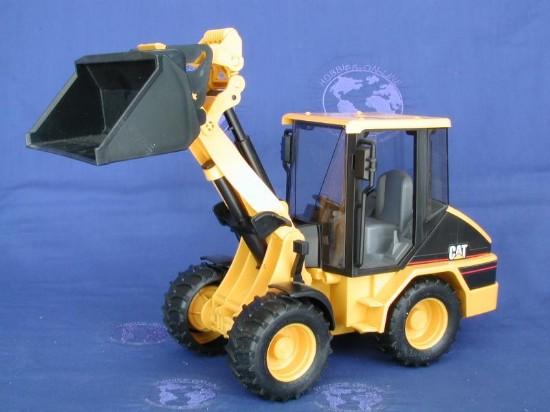 cat-mini-wheel-loader-bruder-BRU02442