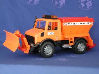 unimog-snowplow-and-sander-bruder-BRU02572