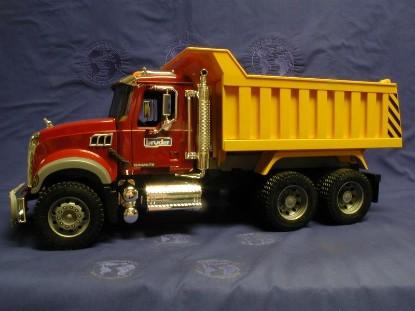 mack-granite-dump-truck-bruder-BRU02815