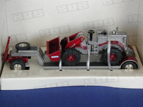 wheel-loader-on-trailer-toy-fair-express-06--bub-premium-classixxs-BUB07501