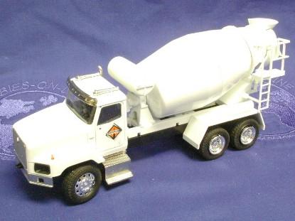 ih-5600i-mixer-white-cab-mixer-ih-logo-le300--conrad-CON64110.02