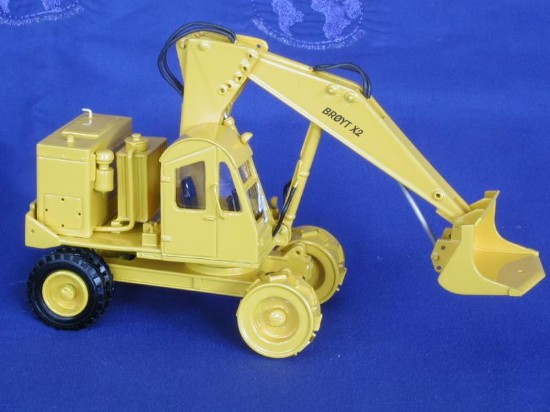 broyt-x2-wheel-shovel-yellow-emd-series-n-EMDN128