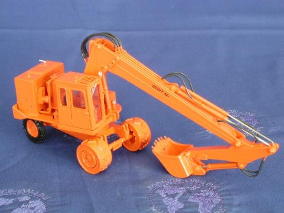 broyt-x2b-wheel-excavator-orange-emd-series-n-EMDN129B