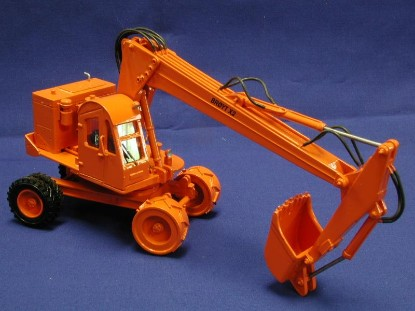 broyt-x2-wheel-excavator-orange-emd-series-n-EMDN129G