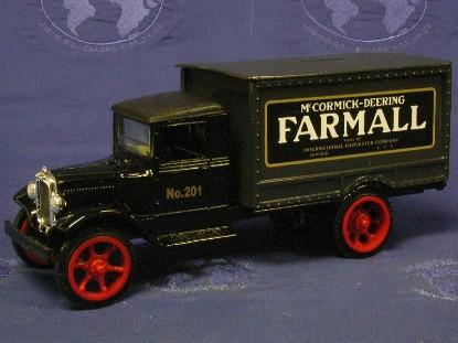 hawkeye-farmall-truck-bank-ertl-ERT232
