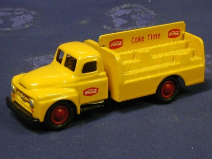 ih-coke-delivery-truck-micromodels-MIC001