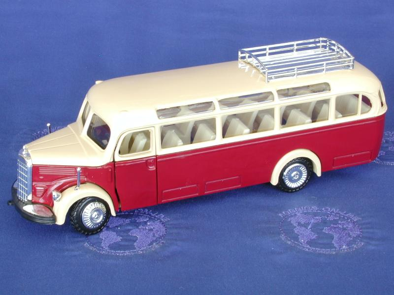 Mercedes bus 03500 beige/red