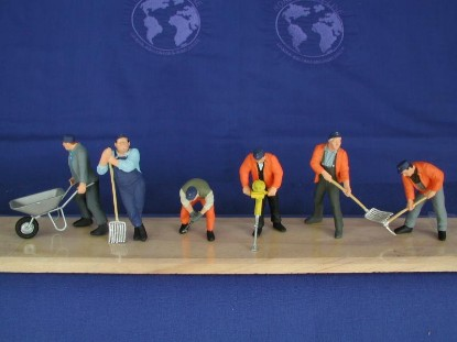 construction-workers-with-tools-preiser-PRE65336