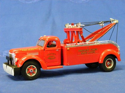 ih-kb10-tow-truck-st.louis-fire-department-first-gear-FGC2743