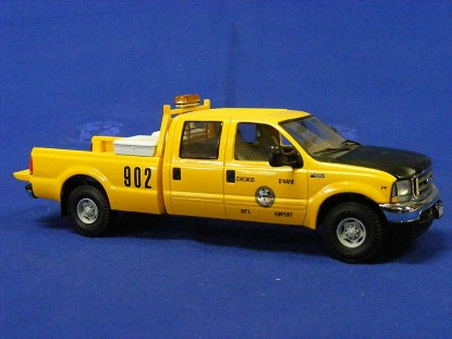 ford-f250-pickup-truck-chicago-o-hare-airport-first-gear-FGC3131