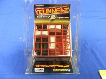 tunnelz--the-twisting-turning-maze-race-educational-insights-GMS2960