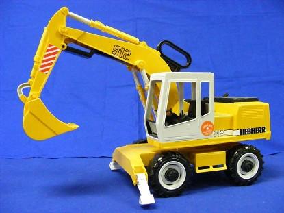 liebherr-wheel-excavator-bruder-BRU02426