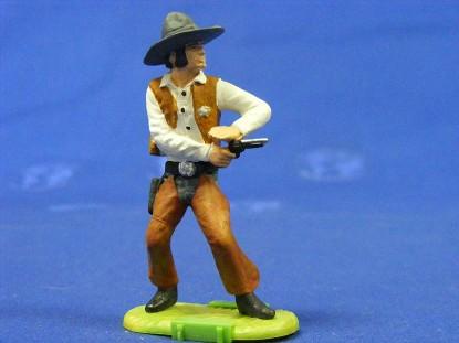 deputy-with-gun-elastolin-by-preiser-ELA7147