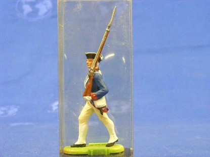 rev.-war-soilder-marching-with-rifle-elastolin-by-preiser-ELA7334