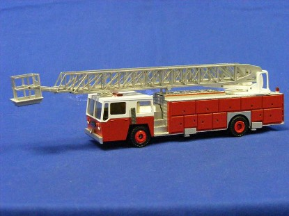 emergency-one-2-axle-ladder-truck-conrad-CON5502