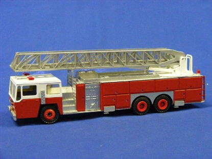 emergency-one-3-axle-ladder-truck-conrad-CON5503