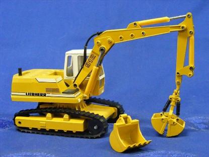 liebherr-912-track-excavator-w-clam-attachment-conrad-CON2822.1