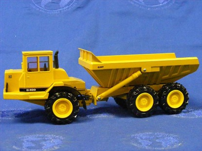 caterpillar-d400-articulated-dump-truck-old-color--conrad-CON2862
