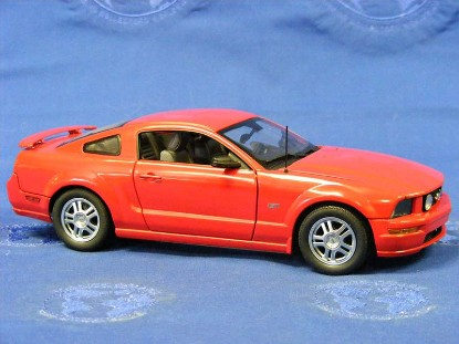 2005-ford-mustang-gt-franklin-mint-TFMB11E258