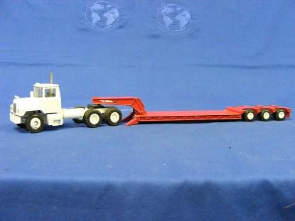 mack-w-3-axle-talbert-lowboy-white-red-conrad-CON3612