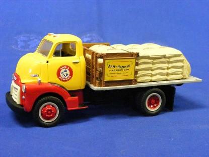 1952-gmc-flatbed-w-burlap-sacks-arm-hammer-first-gear-FGC1102