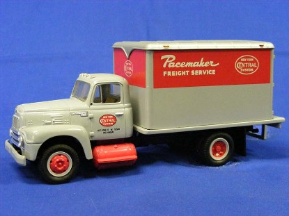 1957-ih-w-dry-goods-van-new-york-central-first-gear-FGC1188