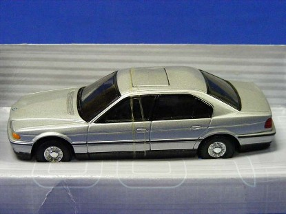 james-bond-bmw-750i-tomorrow-never-dies-corgi-COR05102