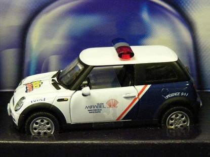 mini-cooper-royal-canadian-police--bmw-corgi-COR86517