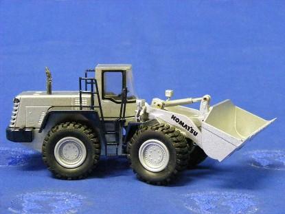 komatsu-wa470-2-wheel-loader-silver-blue-conrad-CON2424.06